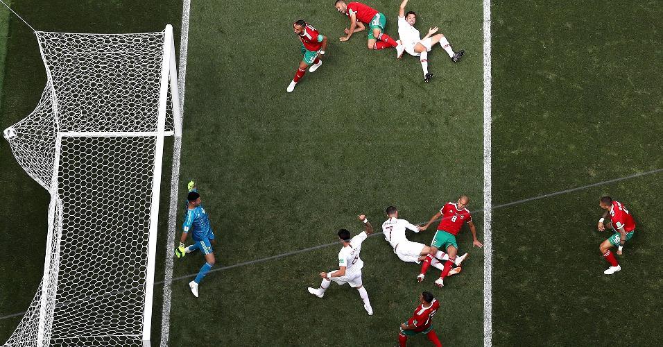 Cristiano Ronaldo marca de cabeça