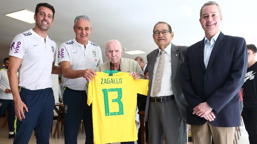 Presidente da CBF, Rogério Caboclo (à direita), e o vice Antônio Carlos Nunes em evento na CBF com Edu Gaspar, Tite e Zagallo - Lucas Figueiredo/CBF