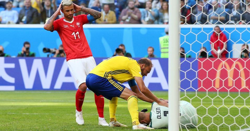 Olsen defende cabeçada de Seferovic, na última chance de gol da Suíça