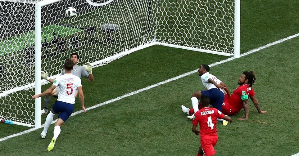 John Stones marca o quarto gol da Inglaterra sobre o Panamá