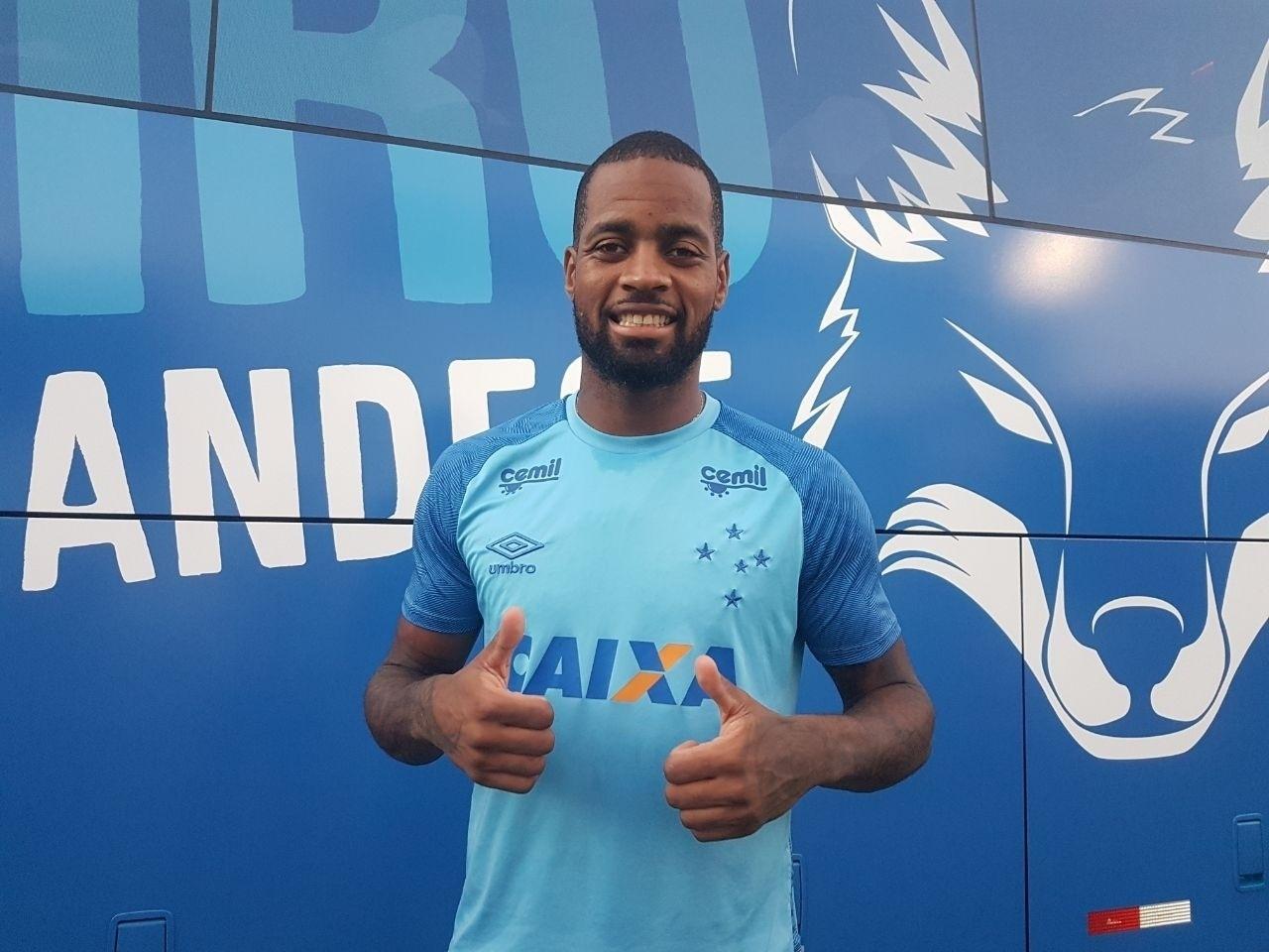 Dedé, zagueiro do Cruzeiro