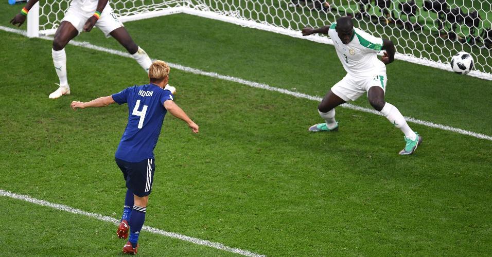 Keisuke Honda marca para o Japão contra Senegal