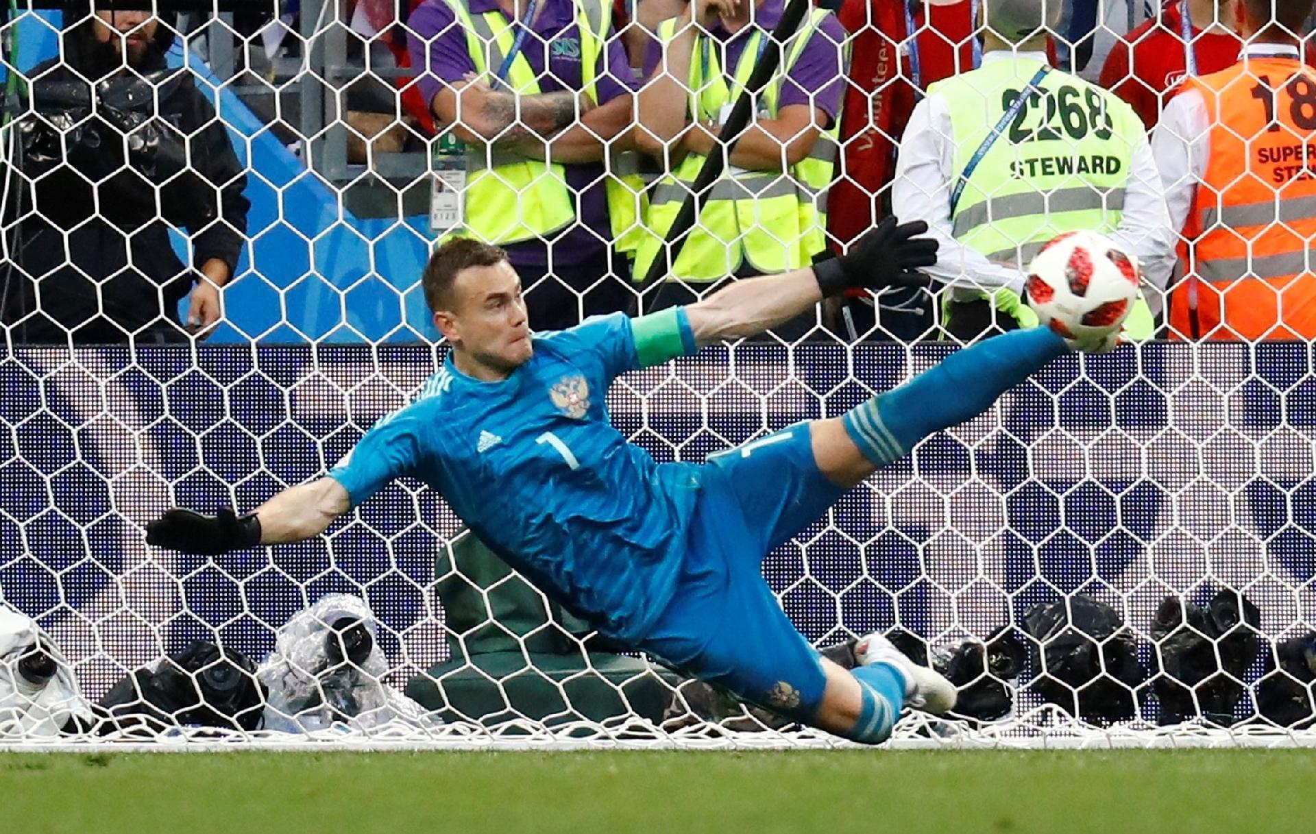 Rússia na Copa 2018  Victor brinca com goleiro russo e exige jantar por  defesa