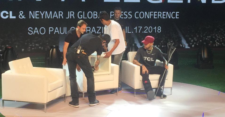 Produção coloca poltronas no palco após pedido de Neymar