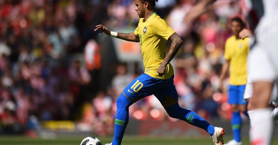 De volta aos gramados, Neymar marca golaço aos 23 minutos do 2º tempo