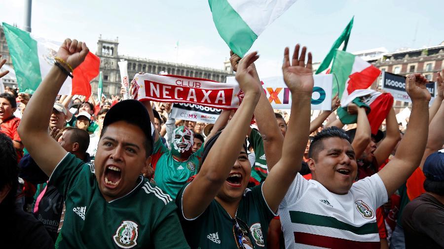 Torcida mexicana comemora vaga nas oitavas de final - GUSTAVO GRAF/Reuters