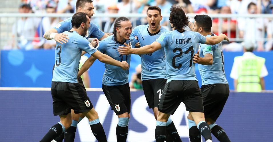 Seleção do Uruguai comemora após Diego Laxalt marcar sobre a Rússia