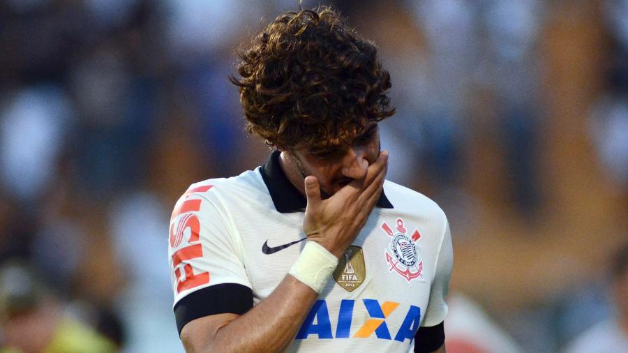 Alexandre Pato se lamenta durante a partida entre Corinthians e Atlético-MG - Alan Morici/Brazil Photo Press/LatinContent/Getty Images
