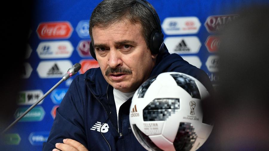Familiares de Óscar Ramírez teriam recebido ameaças por telefone; jogadores defenderam treinador - FABRICE COFFRINI/AFP
