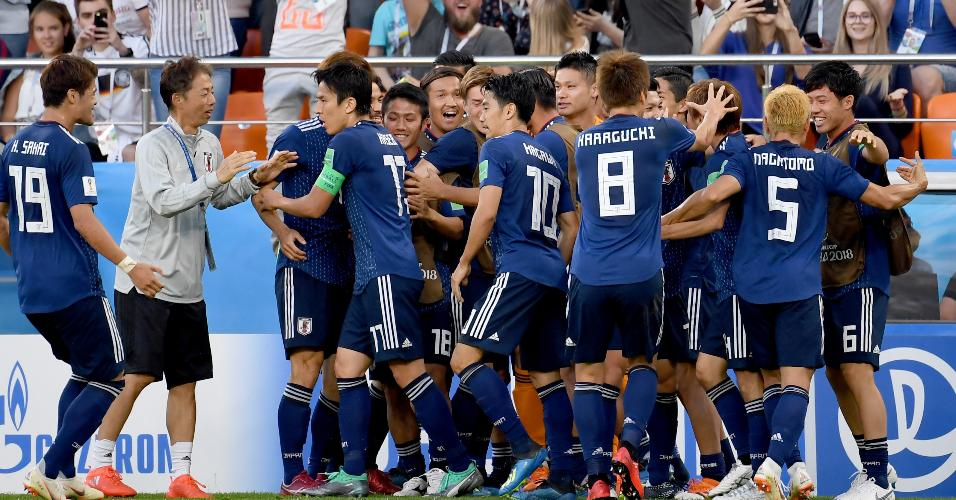 Jogadores do Japão comemoram gol contra o Senegal na Copa do Mundo
