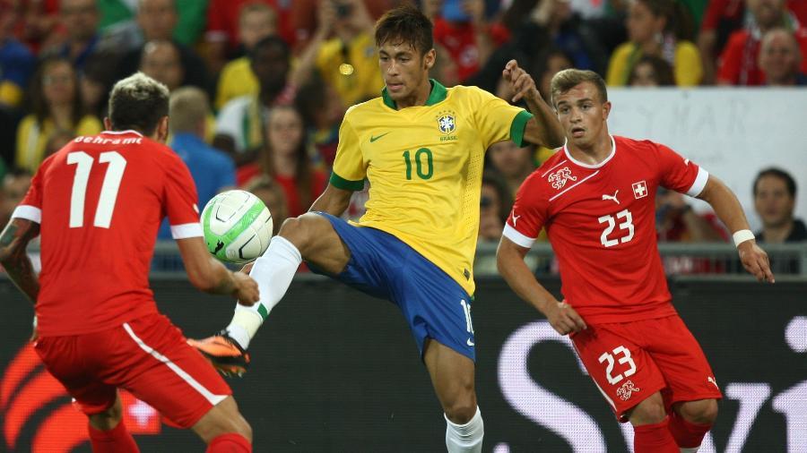 Behrami e Shaqiri, que enfrentaram o Brasil em amistoso em 2013, estão na pré-lista da Suíça para a Copa do Mundo - Bruno Domingos/Mowa Press