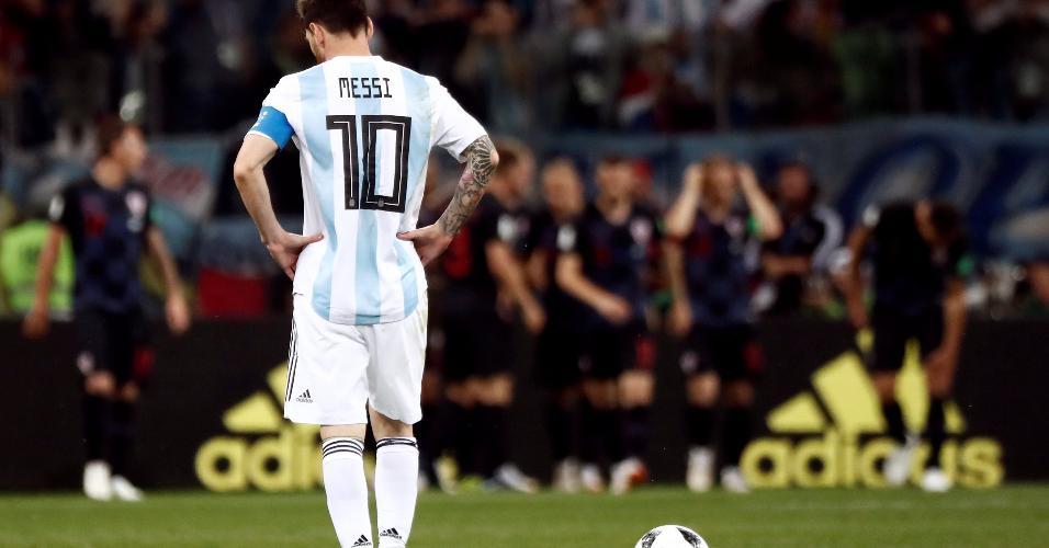 Messi cabisbaixo durante derrota da Argentina para a Croácia, na Copa do Mundo