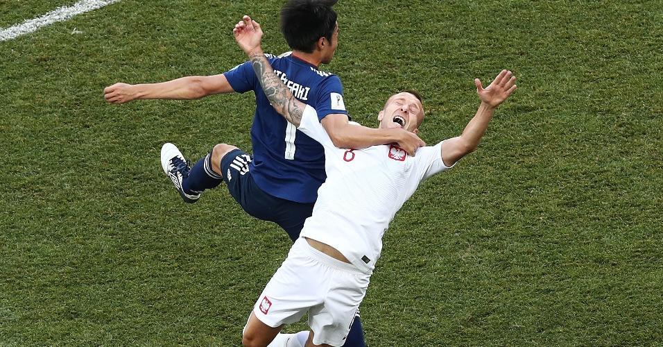 Japonês Gaku Shibasaki faz marcação em cima de Jacek Goralski em Japão x Polônia