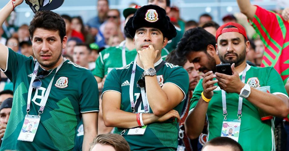 torcedores mexicanos acompanham jogo da alemanha pelo celular