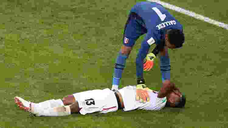 Meia Renato Tapia, do Peru, fica no chão após ser atingido por zagueiro dinamarquês - REUTERS/Ricardo Moraes - REUTERS/Ricardo Moraes