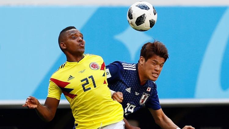 Hiroki Sakai de Japón comparte la Copa del Mundo con José Iscierto de Colombia