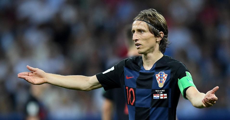 Luka Modric, da Croácia, reclama dentro de campo em partida contra a Inglaterra