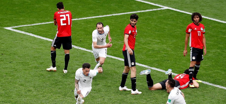 Giménez marcou, aos 44 minutos do segundo tempo, o gol da vitória uruguaia sobre o Egito - Darren Staples/Reuters