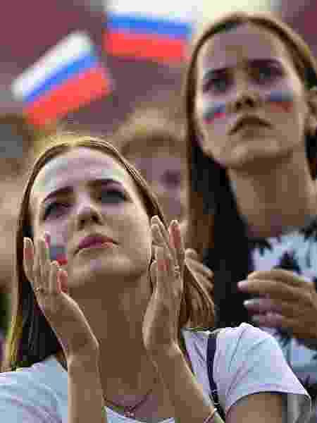 Torcedoras em jogo da Rússia na Copa - AFP