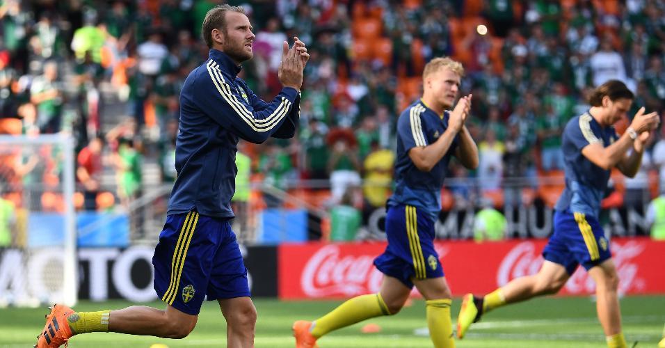 Jogadores da Suécia fazem aquecimento antes de duelo contra o México