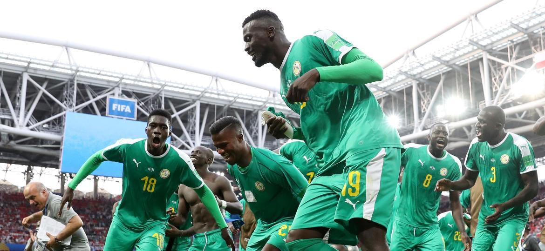 Jogadores do Senegal comemoram após a vitória sobre a Polônia no jogo de estreia na Copa - Xinhua/Xu Zijian