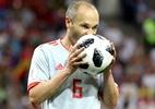 Campeão do mundo em 2010, Iniesta estreava na Espanha há 14 anos; veja - Maddie Meyer/Getty Images