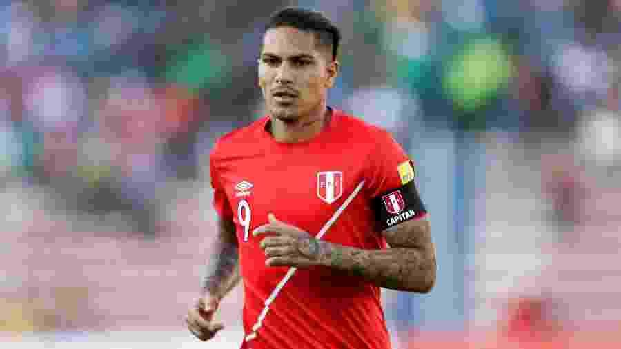 Paolo Guerrero com a camisa da seleção do Peru - David Mercado/Reuters