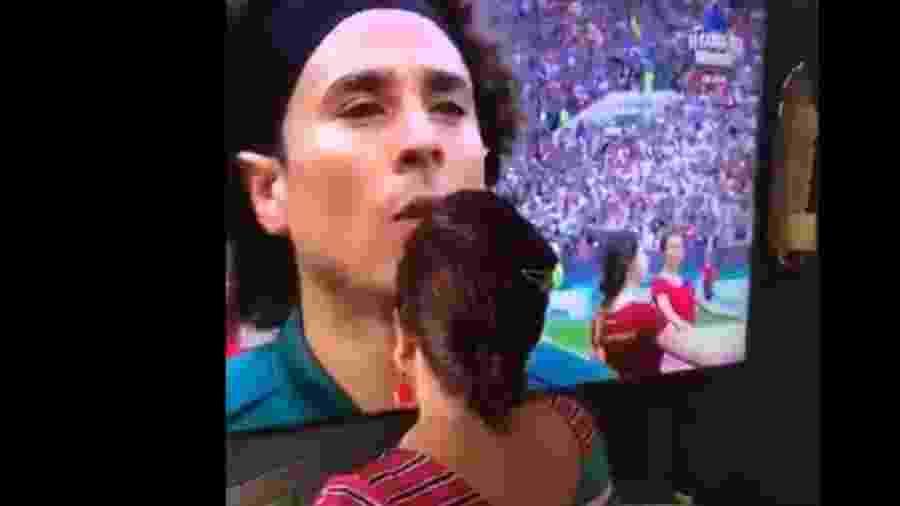 """Torcedora mexicana """"benze"""" jogadores antes de partida contra a Alemanha - Twitter/Reprodução"""