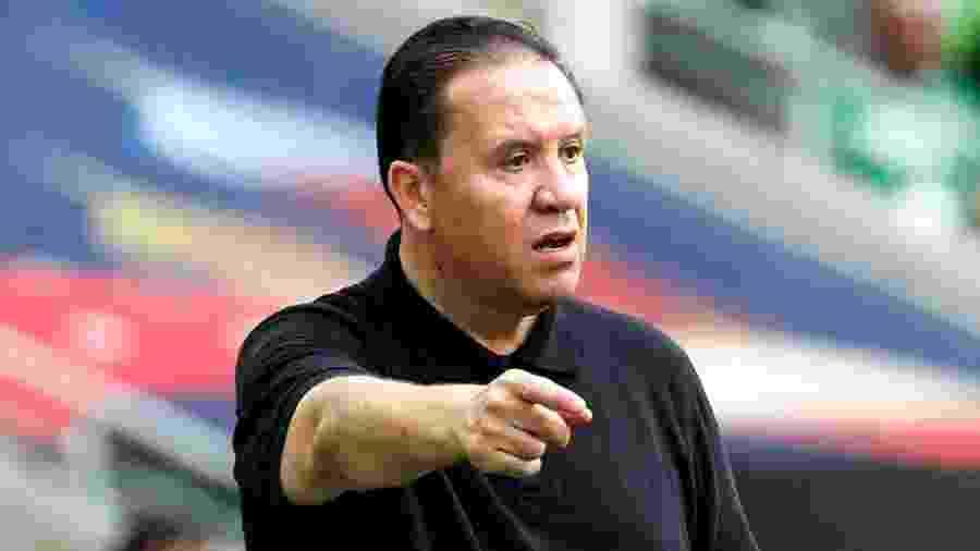 Nabil Maaloul, técnico da Tunísia, durante derrota contra a Bélgica - REUTERS/Christian Hartmann
