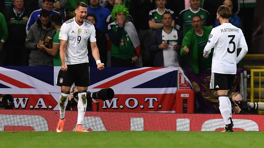 Sandro Wagner comemora gol contra a Irlanda do Norte nas eliminatórias da Copa - Charles McQuillan/Getty Images
