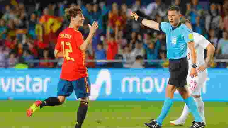 Odriozola comemora gol da espanha em amistoso contra a Suíça - HEINO KALIS/REUTERS - HEINO KALIS/REUTERS