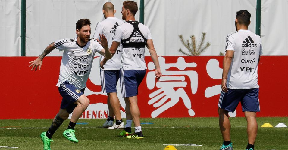 Messi durante treino da Argentina, em Bronnitsy