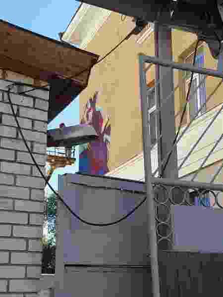 Russos pintam muro de Messi em Kazan para chegada da Argentina - Marcel Rizzo/UOL - Marcel Rizzo/UOL