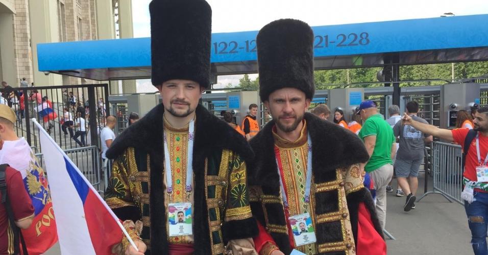 Torcedores russos chegam fantasiados à Luzhniki para acompanhar jogo contra a Espanha