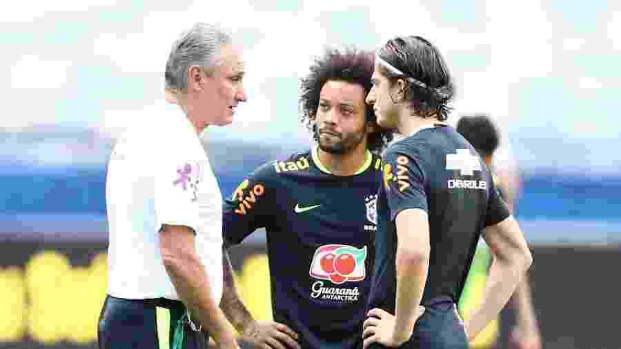 Filipe Luís e Marcelo conversam com Tite - Lucas Figueiredo/CBF