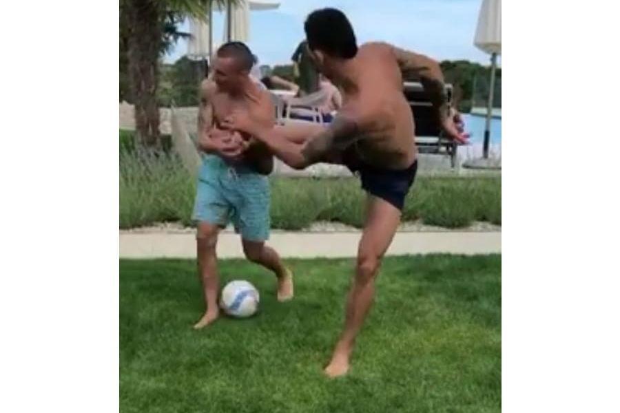 Zagueiro Lovren acerta golpe no irmão em momento de descontração