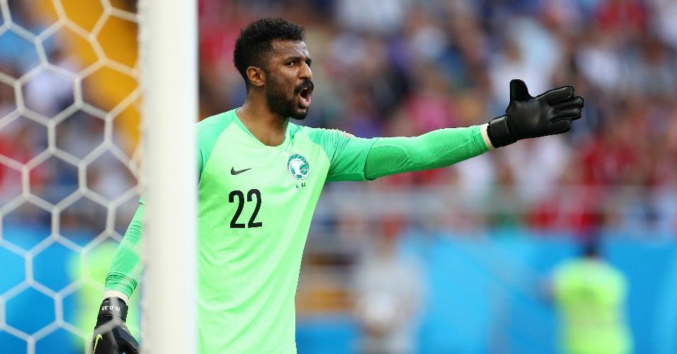 Goleiro da Arábia Saudita, Mohammed Al-Owais, em ação em partida contra o Uruguai