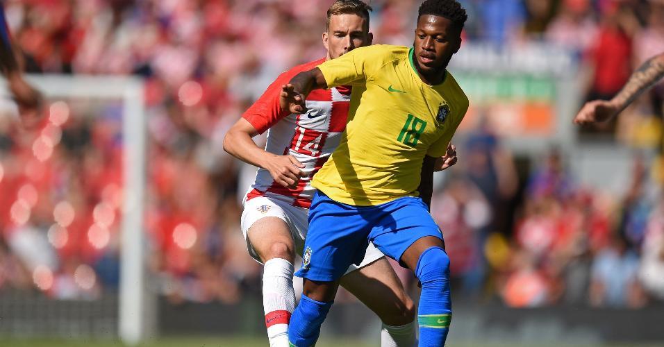 Fred em ação pelo Brasil contra a Croácia.
