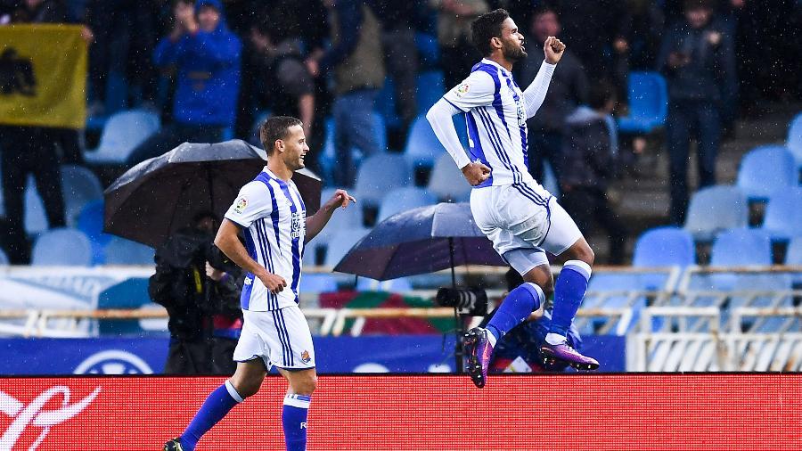 Willian José comemora gol da Real Sociedad - David Ramos/Getty Images