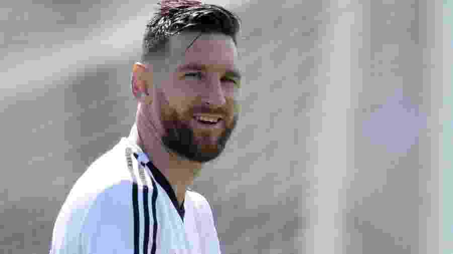 Lionel Messi apareceu no treinamento da Argentina, nesta sexta-feira, de visual novo - AFP