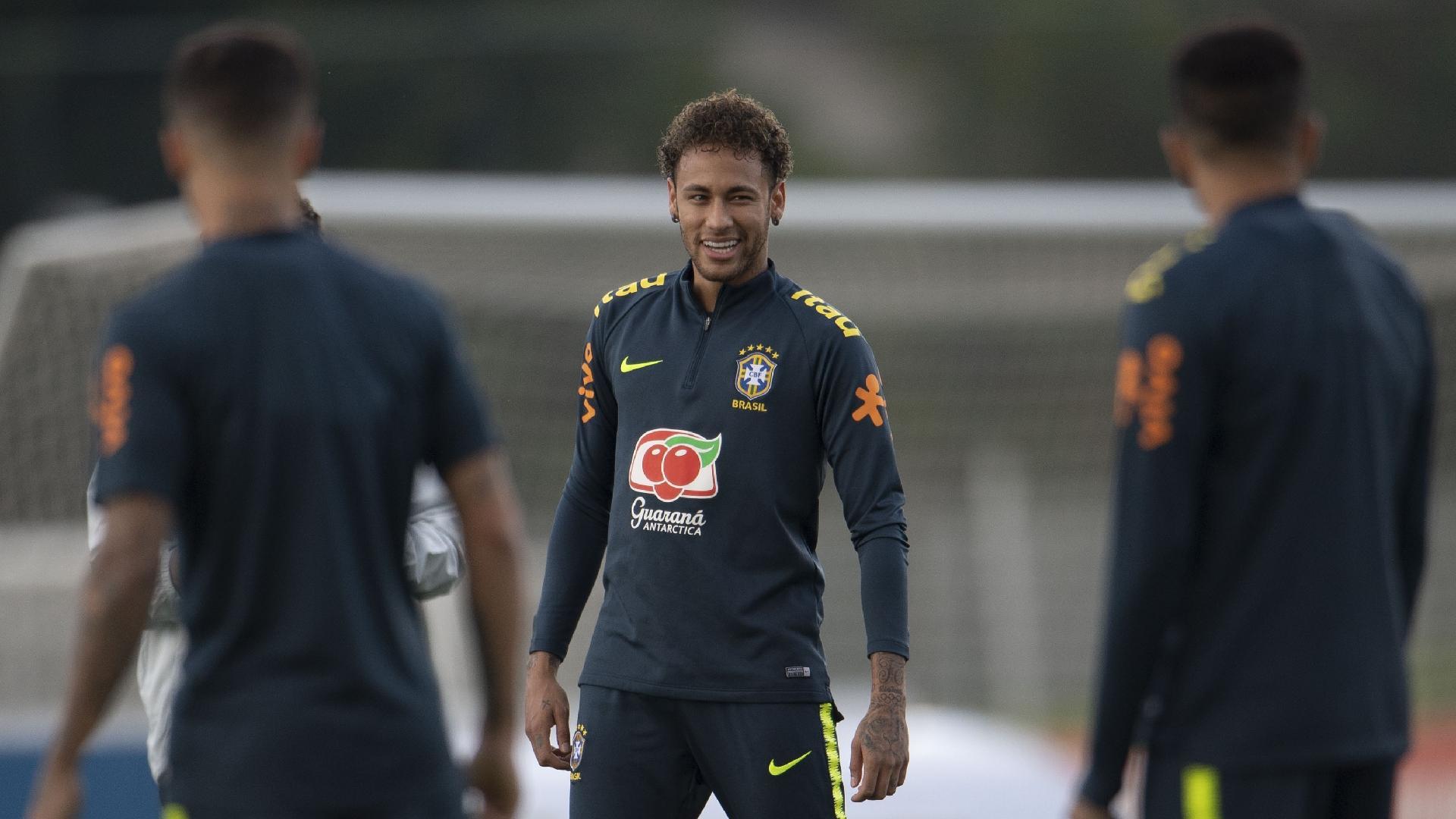 O atacante Neymar em treino da seleção brasileira na Granja Comary 33cc79a27fac4