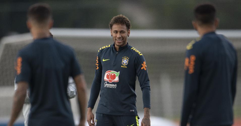 O atacante Neymar em treino da seleção brasileira na Granja Comary