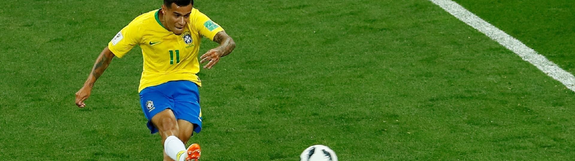 Philippe Coutinho chuta para abrir o placar para a seleção brasileira contra Suíça