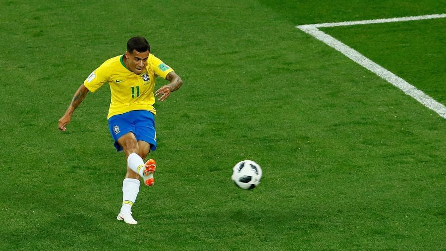 Philippe Coutinho chuta para abrir o placar na estreia da seleção brasileira, contra a Suíça - REUTERS/Jason Cairnduff