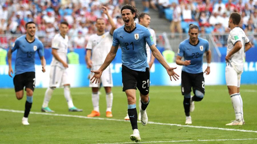Edinson Cavani comemora após marcar o terceiro gol do Uruguai sobre a Rússia - Michael Steele/Getty Images