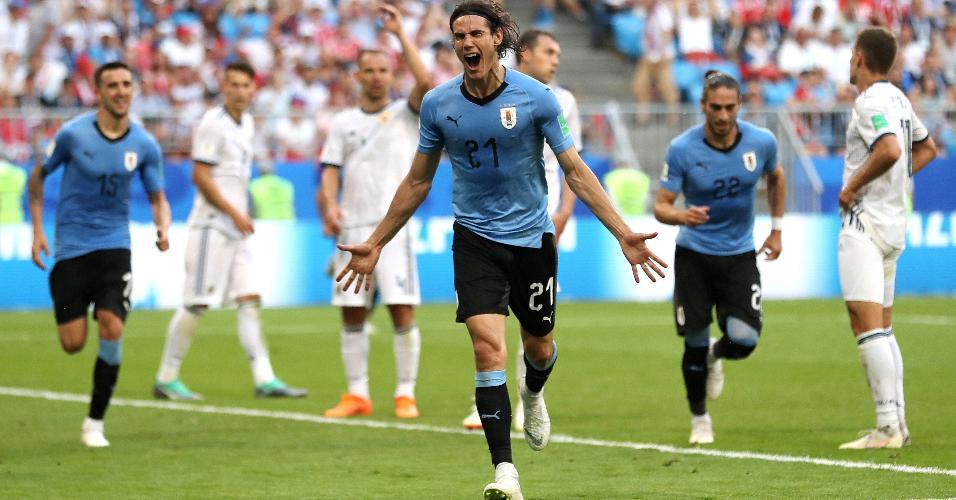 Edinson Cavani comemora após marcar o terceiro gol do Uruguai sobre a Rússia