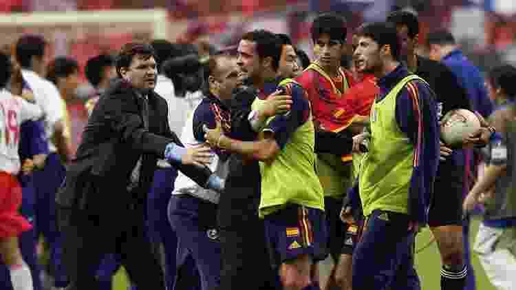 O juiz Gamal Ghandour não marcou dois gols legítimos para a Espanha contra a Coreia do Sul e marcou impedimentos que não existiram - Shaun Botterill/Getty Images