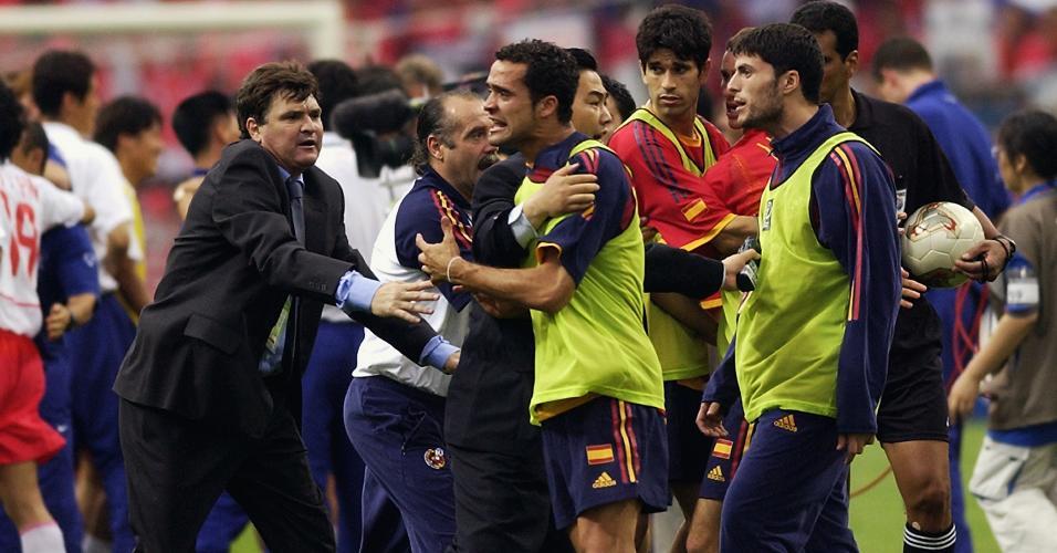 O juiz Gamal Ghandour não marcou dois gols legítimos para a Espanha contra a Coreia do Sul e marcou impedimentos que não existiram