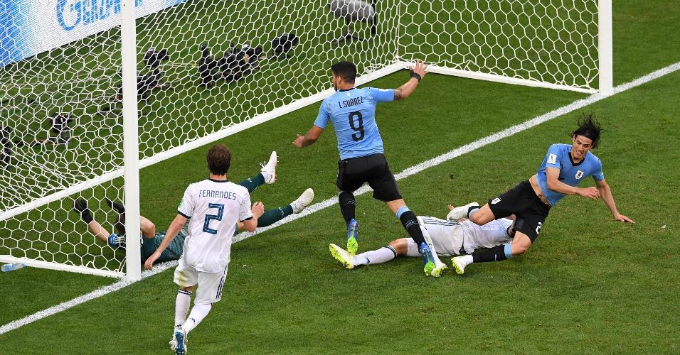 Edinson Cavani mandou a bola para o fundo das redes em jogo contra a Rússia