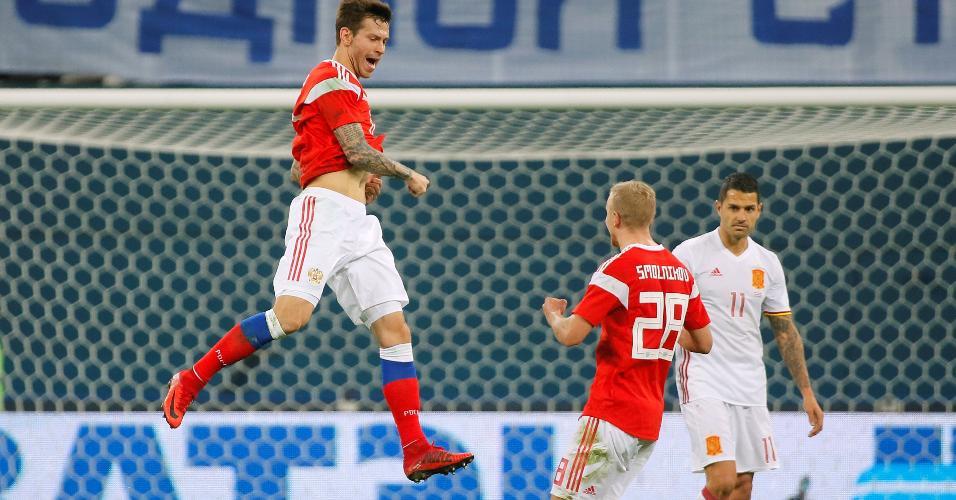 Smolov comemora um de seus gols contra a Espanha